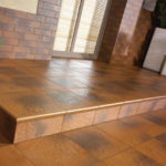 Плитка коричневого цвета для обустройства фасада