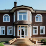 Пример красивого фасада с помощью красной плитки