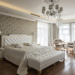 Дизайн квартиры в классическом стиле с белой мебелью