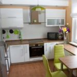 Как грамотно расставить мебель в маленькой кухне чтобы использовать все пространство