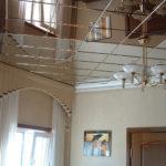 Стоит ли делать зеркальный потолок в интерьере